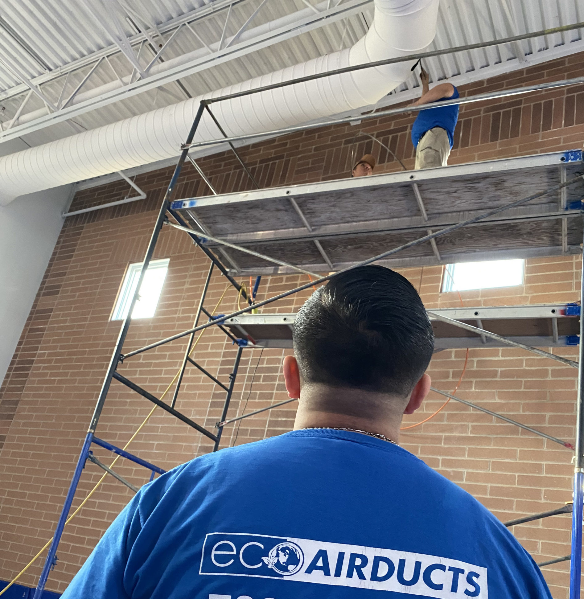 http://schaumburgairducts.com/wp-content/uploads/2020/01/eco-airduct-cleaning-services-technician-scaled-e1578697385781.jpg